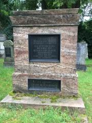 Grab der Familie Regensburger mit einer Inschrift für den Sohn Franz